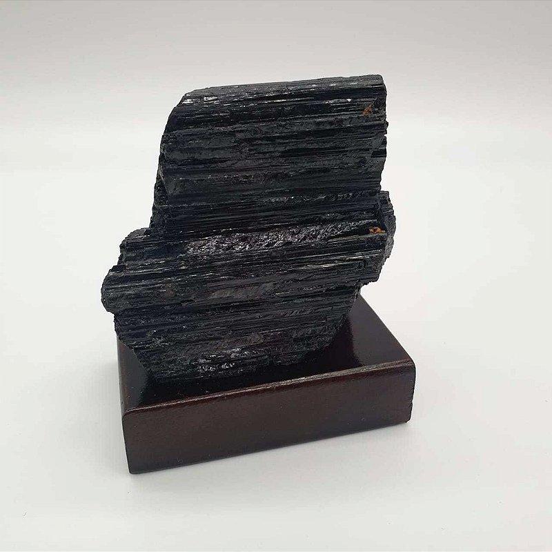 Drusa de Turmalina Negra na base de madeira 394g - 8,5cm x 7cm