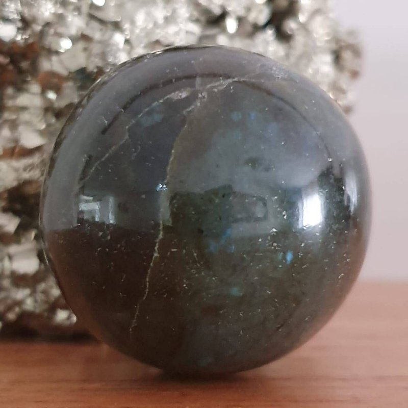 Esfera de Labradorita - 176g 5cm x 5cm