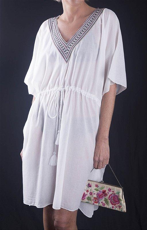 Bata Túnica Plus Size branca com cordão na cintura