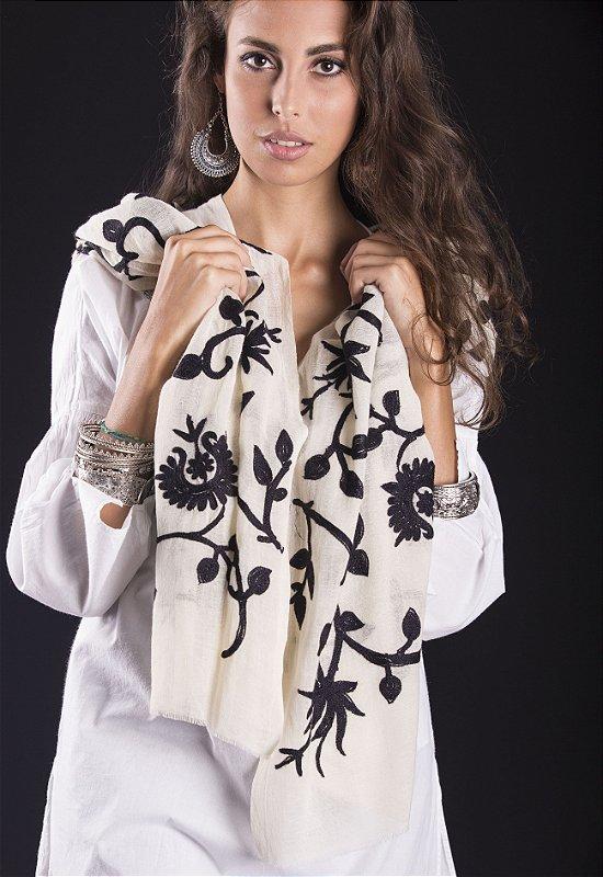 Pashmina lã Kashmira Jamawar flores off white com bordado preto