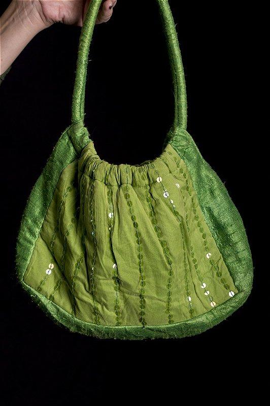 Bolsa de tecido bordada com paetê