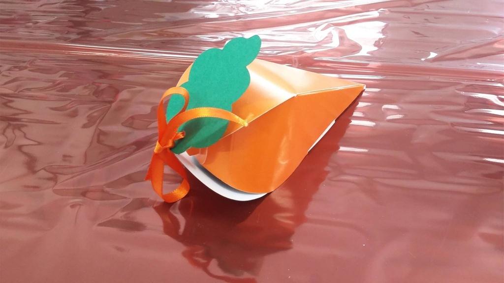Caixa tipo cenoura com fita de cetim  pcte com 10 unidades
