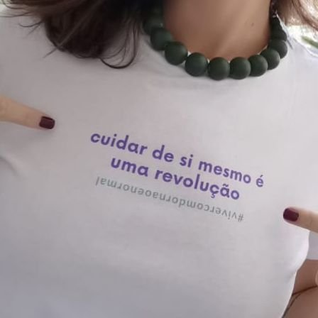Camiseta Cuidar de si branca