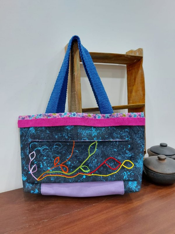 Bolsa de lona pintada e bordada