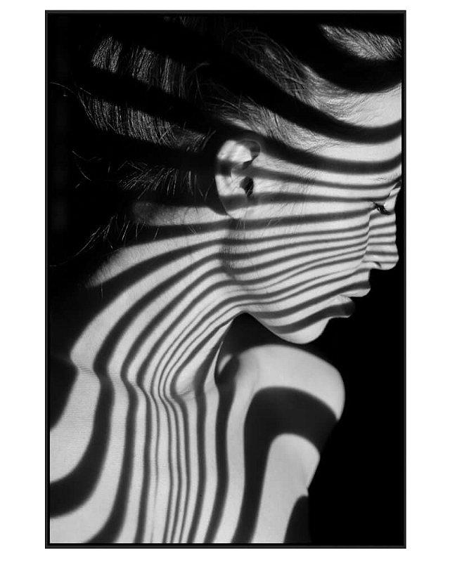 Quadro Canvas Mulher Luz e Sombra P&B