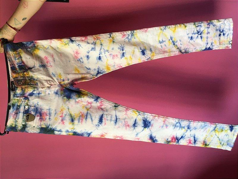 calca tie-dye com porta-palhetas April 77 - tamanho 29
