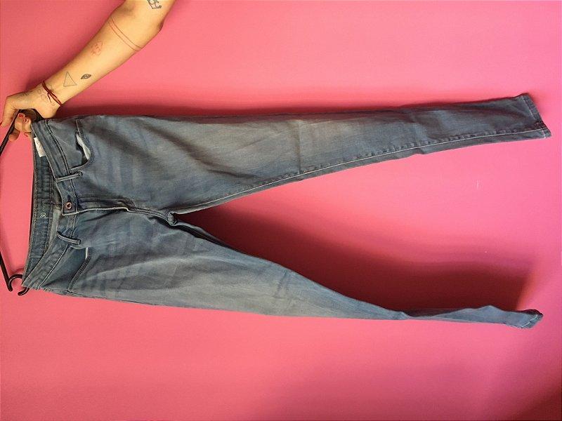 jeans levi's brechó - tamanho US W30