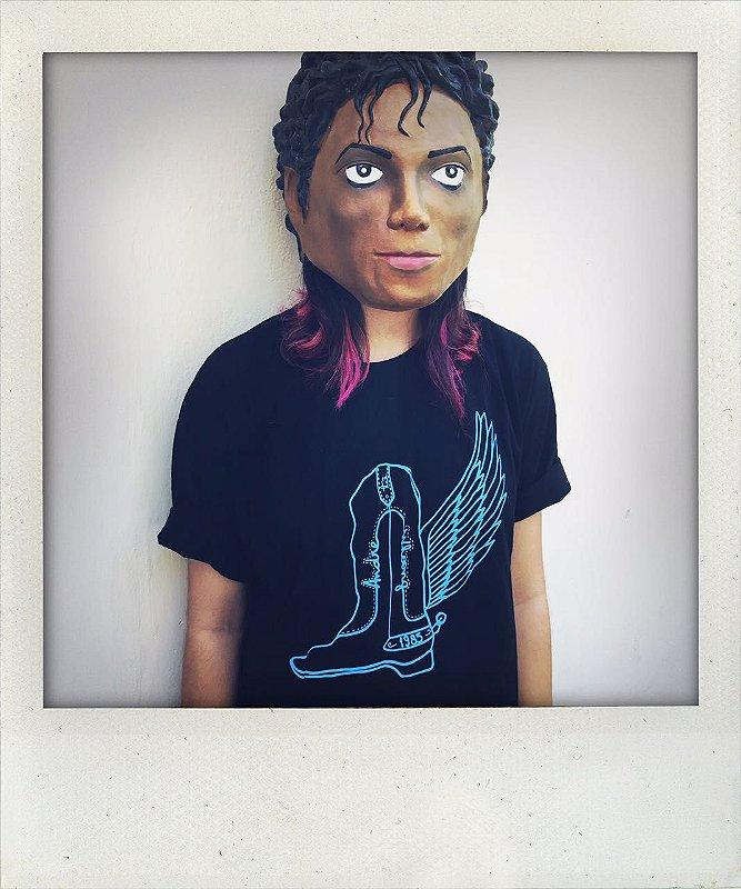 """Camiseta """"Botas"""" - Por Beatriz Raissa"""