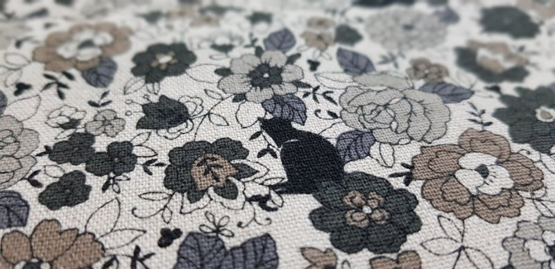 Black Cat in Flowers. Linho+Algodão Japonês -50x55cm