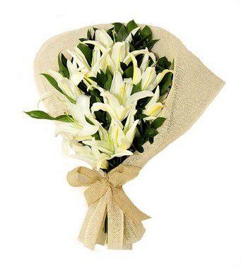 Buquê de Flores Brasília 2 - Lírios Brancos