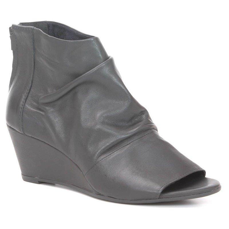 ca2daf1fe282d Sandália anabela Feminina em Couro Wuell Casual Shoes - PUNTA ARENAS - VN  008414 - preta - Wuell - Casual Shoes