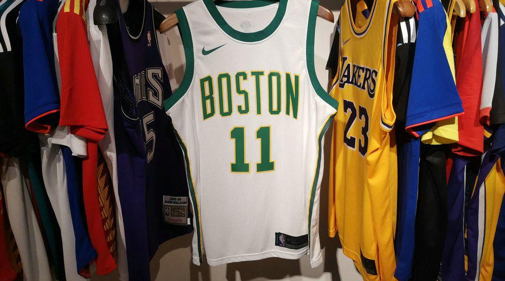 1c011d00355e9 Camisa Boston Celtics - 33 Larry Bird - 11 Kyrie Irving - 7 Jaylen ...