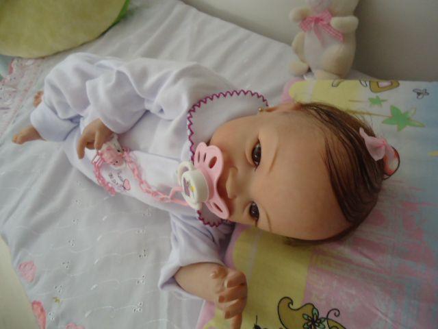 Bebê reborn kit nacional Tatá com 1,640 kg e 43 cm, cabelinhos implantados, olhos castanhos