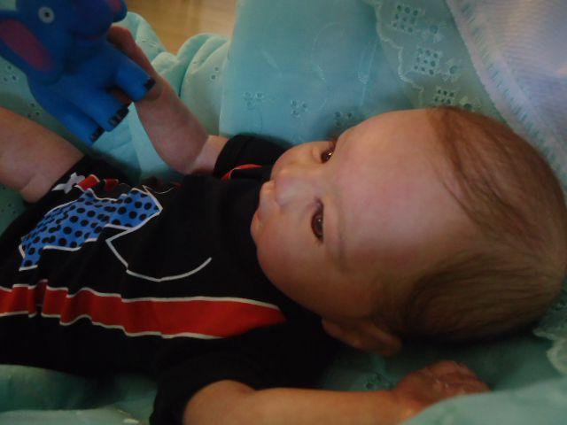 Bebe reborn menino com 2 kg e 52 cm aproximados