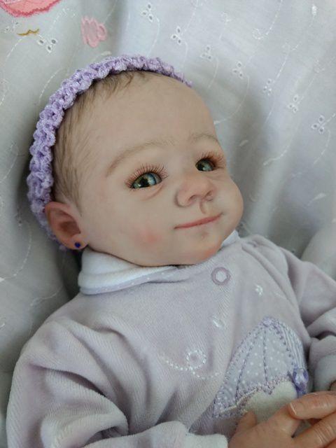 Bebê reborn menina, 45 cm e 1,9 kg aproximadamente, cabelinhos pintados