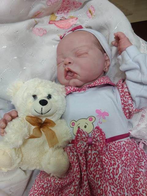 Bebê reborn menina com 2,4 kg e 55 cm aproximadamente