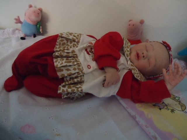 Bebê reborn Laís com olhos fechados