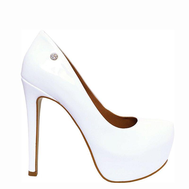 Scarpin Le Bianco Glamour Salto Alto Fino Branco Em Verniz Meia Pata Interna
