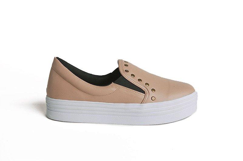 Sneaker em couro rebite nude mod144