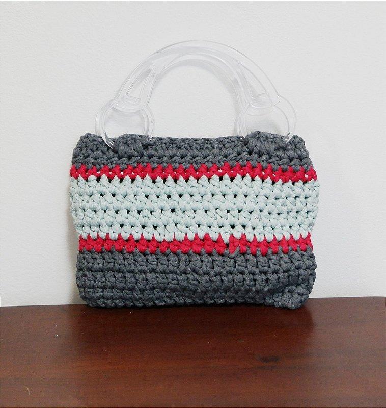 Bolsa de crochê em malha cinza, vermelho e verde claro