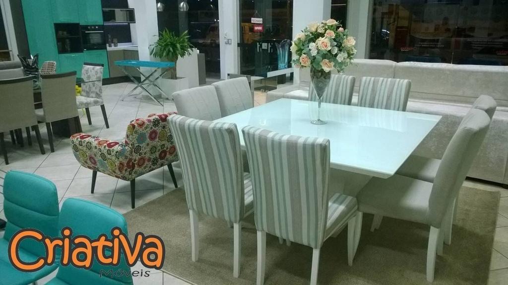 DUPLICADO - Sala de Jantar 8 lugares, 4 cadeiras florais e 4 lisas,  vidro branco 1,5m x 1,5m com laca branca.