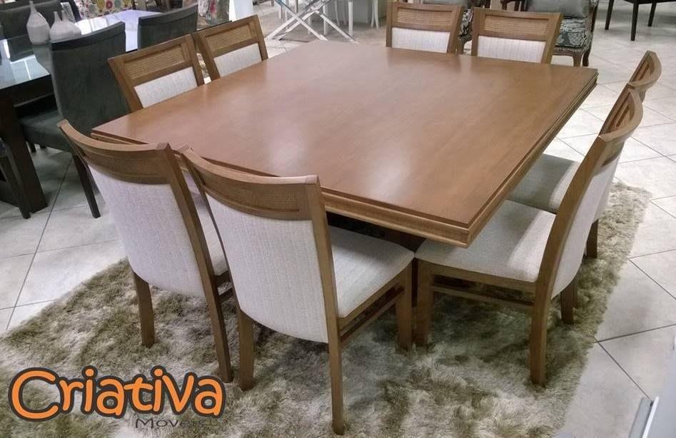 Sala de Jantar 8 lugares, tampo em madeira 1,5m x 1,5m com tampo de madeira.