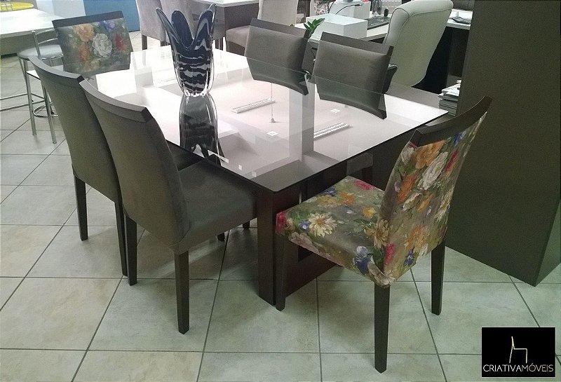 Sala de Jantar 6 lugares, tampo em vidro  1,8m x 1,0m com base de madeira, cadeiras estofadas pé em madeira.