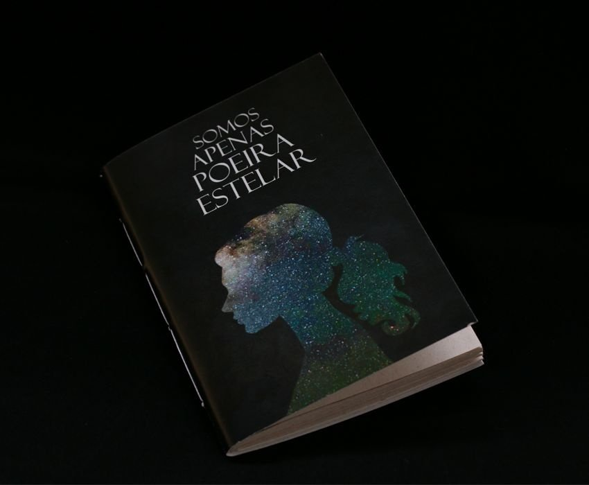 Caderno artesanal de bolso A6 com capa em papel perolado - Poeira Estelar