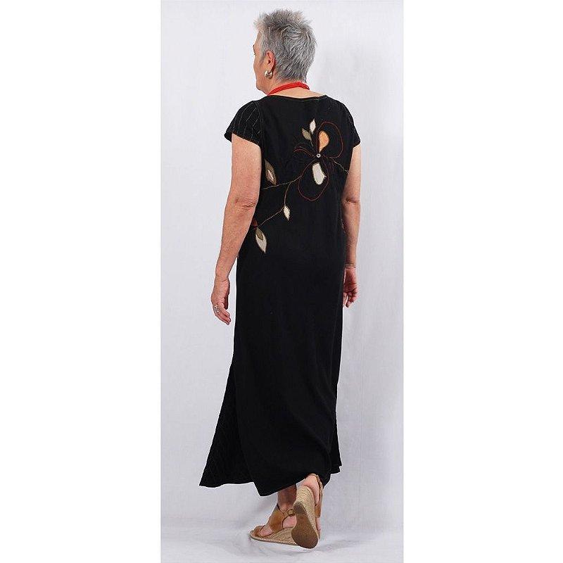 Vestido Plus Size de Tencel Flor nas Costas Preto