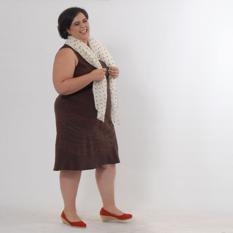 Vestido Midi Plus Size de Tencel Café Linhas
