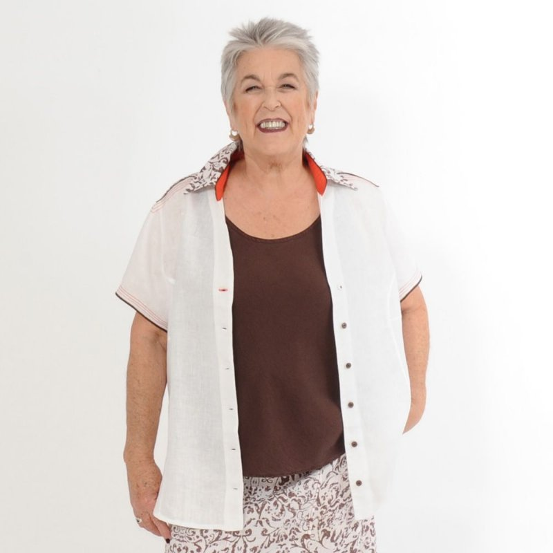 Camisa Plus Size de Linho Puro Branca det. Marrom e Vermelho