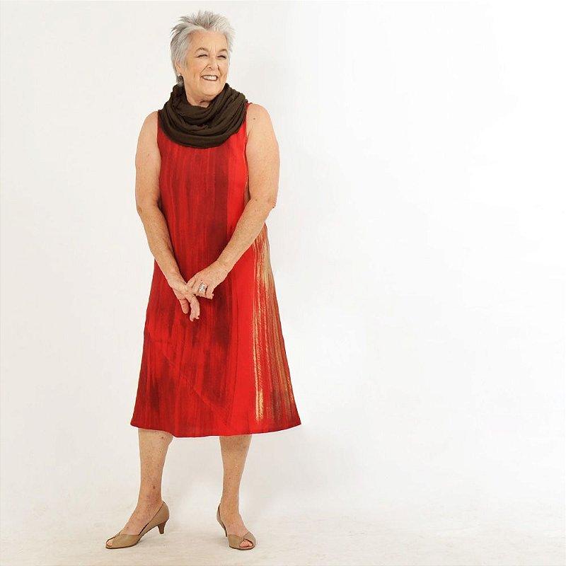 """Vestido Plus Size de Linho Midi Vermelho Estampado à Mão """"Butoh"""""""