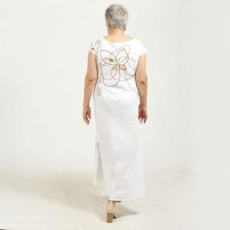Vestido Plus Size de Linho Branco Flor nas Costas