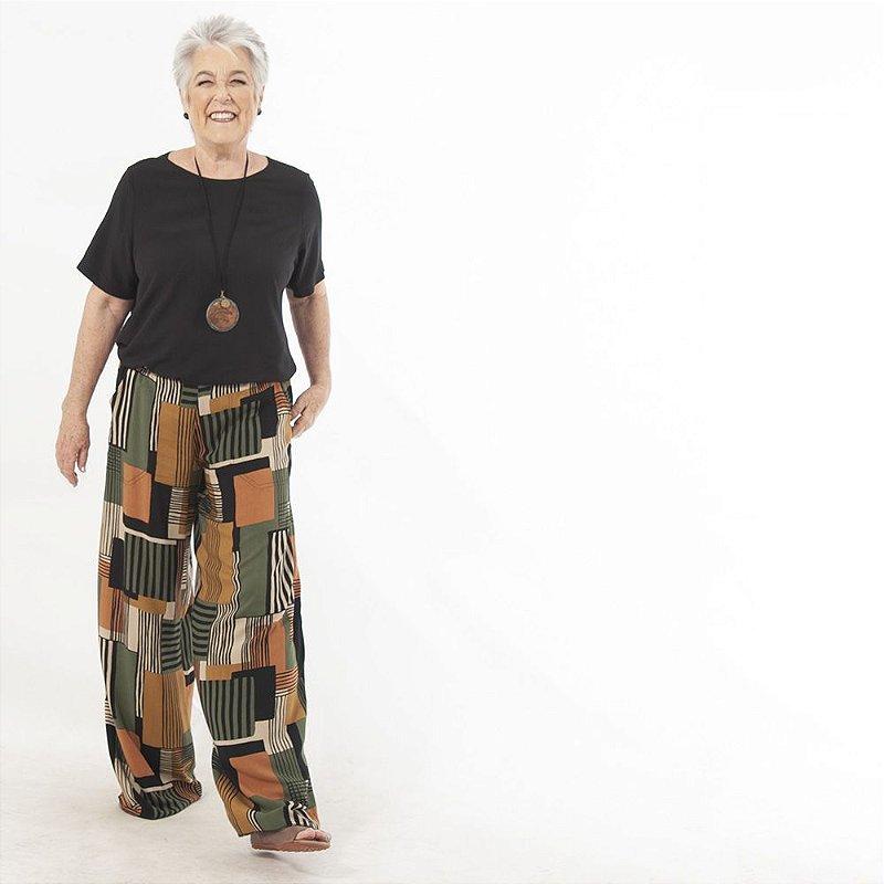 Calça Pantalona Plus Size de Viscose Geométrico Marrom