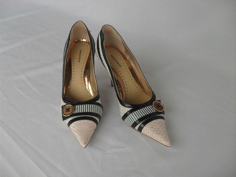 Sapato com Detalhes em Azul Marinho - Semi Novo!