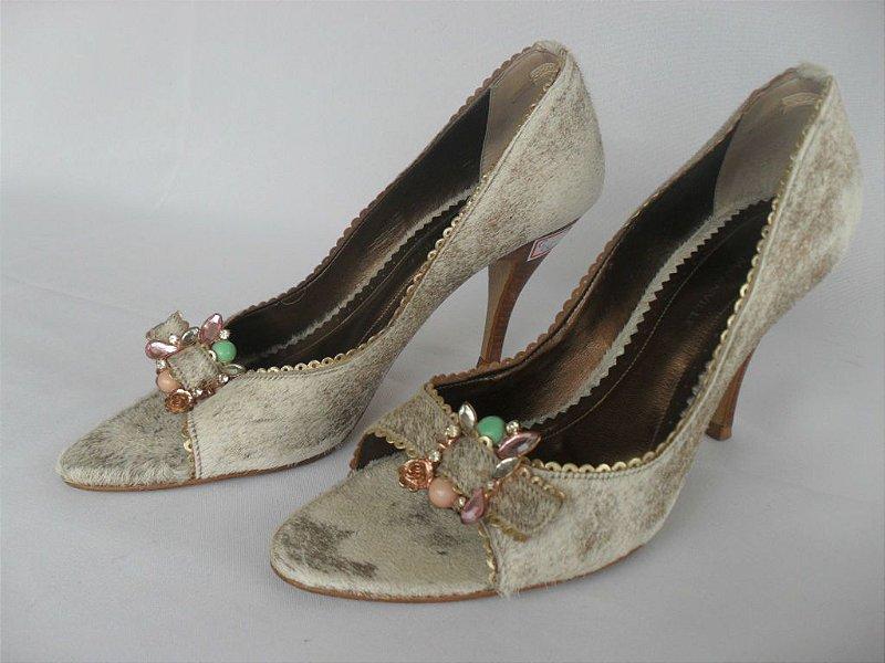 Sapato Pele e Pedrarias - Semi Novo!