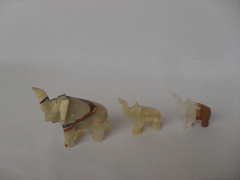 Trio de Elefantinhos em Pedra - Semi Novo!