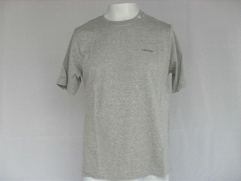 Camiseta Calvin Klein - Nova!