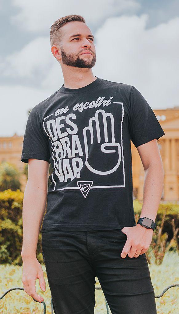 """Camiseta """"ESCOLHI DESBRAVAR"""" - Preta"""