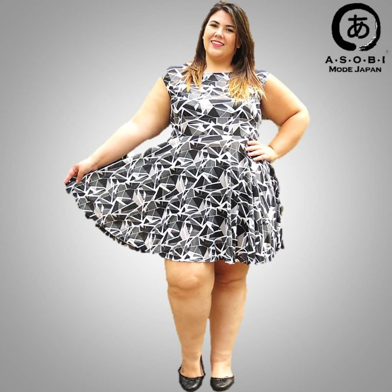 Vestido Plus Size Manga Curta- Optical Flower