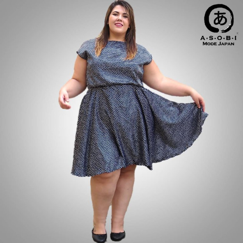 Vestido Godê Midi Plus Size Decote Canoa Cetim Preto - Black Groove