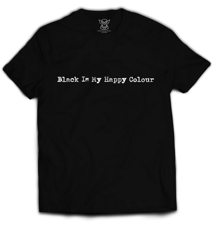 Camiseta preta estampa Camiseta Black Is My Happy Color. Estampa com uma boa dose de sarcasmo e darkside