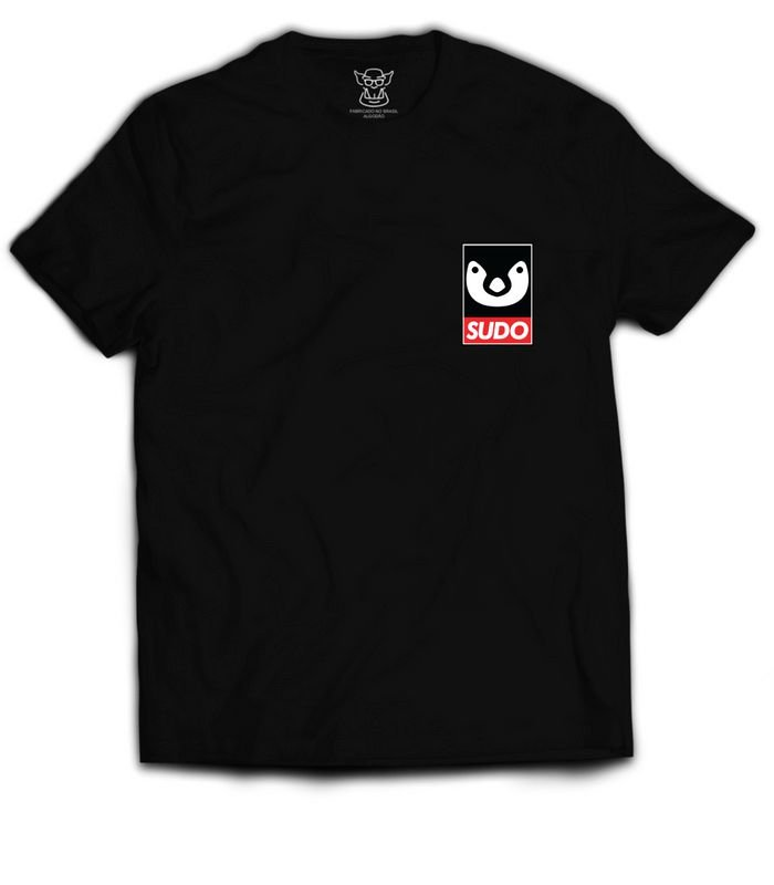 Camiseta Linux Preta estampa altura do bolso faz referência ao querido tux mascote do GNU / LINUX. O Tux é a mascote oficial do sistema operativo Linux.