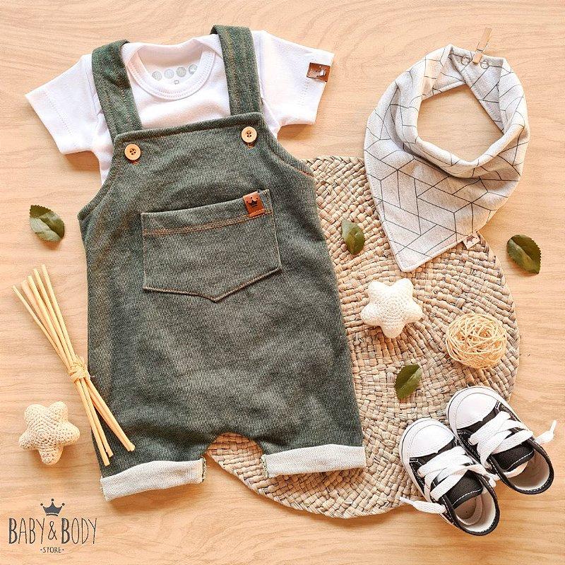 Conjunto Jardineira Jeans Verde com 3 peças