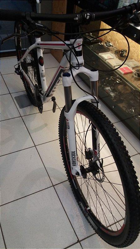 Bicicleta Trek Cobia Aro 29 Branco / Preto e Vermelho Tamanho 17.5