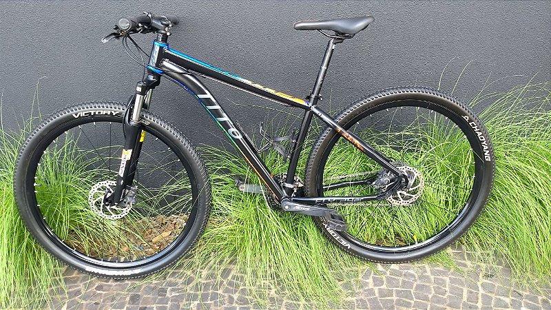 Bicicleta Tito Preta, Azul e Laranja Tam 17 Aro 29