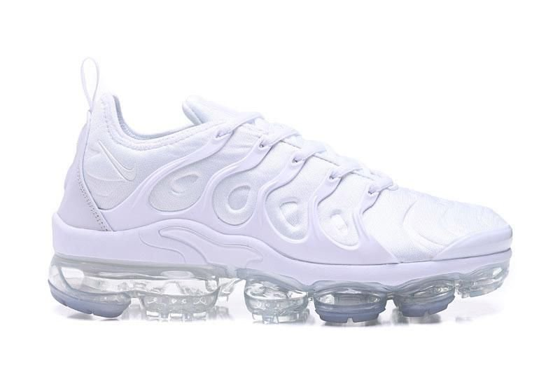 best website 9b3a7 9b99a Tênis Nike Air VaporMax Plus - Triple White