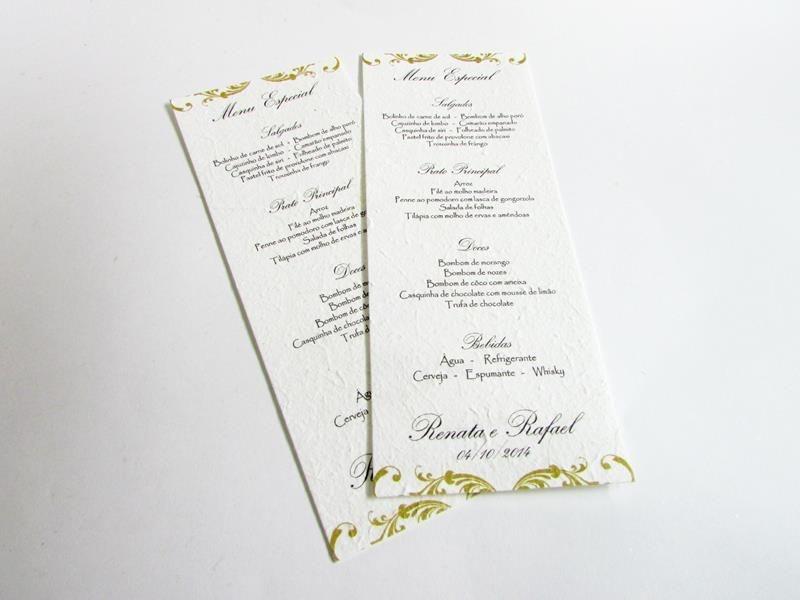 Menu impresso em papel artesanal com nome do casal e arabescos (10 x 26 cm)