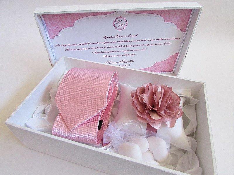 Caixa personalizada e decorada para padrinhos ( Com almofada e sabonetes, sem gravata e corsage )