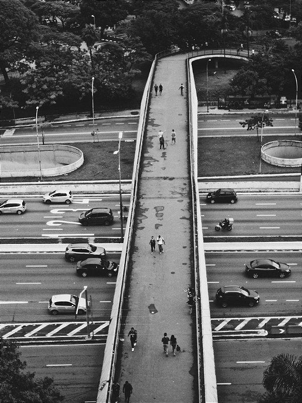 Travessia • Passarela Ciccillo Matarazzo - Ibirapuera • Print Fine Art • ©Magnesio